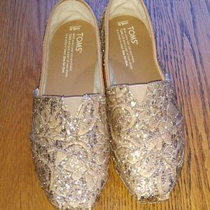 Tom's gold lace classics